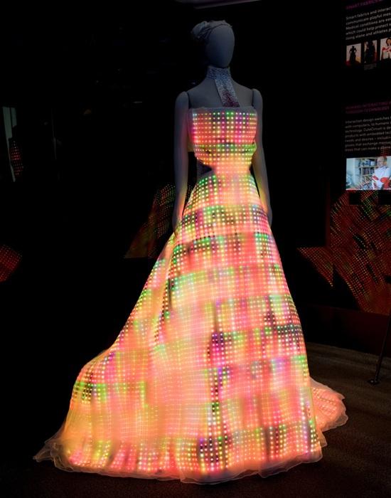 Images Blogs Gadgetlab 2009 11 Galaxydress 1
