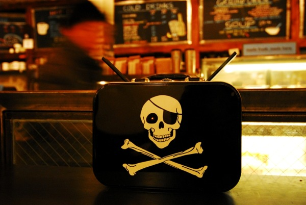 File:Piratebox 2-0 Cafe1