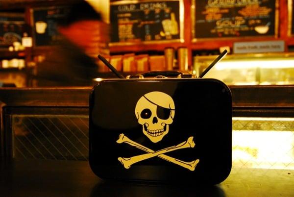 File:Piratebox 2-0 Cafe1