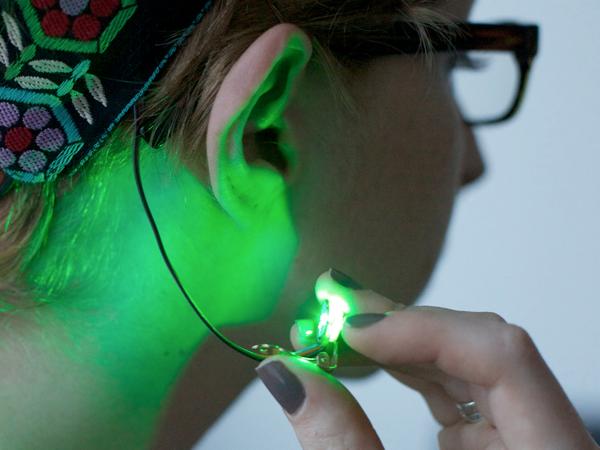 becky-stern-wearable-electronics-heart-rate-sensor