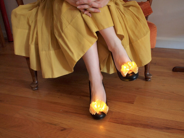 becky-stern-wearable-electronics-shoe-clips