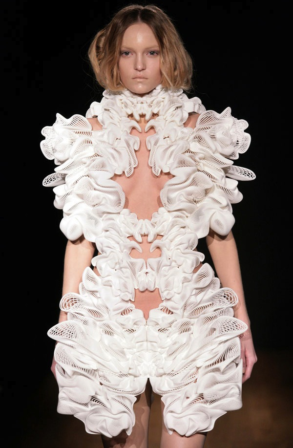 Arch2o-Women-in-Fashion-Iris-Van-Herpen-7