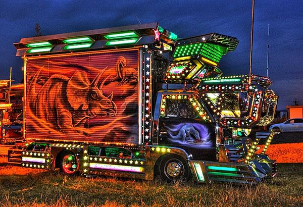 Dekotora Trucks1