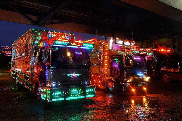 0906131 Dekotora Trucks2