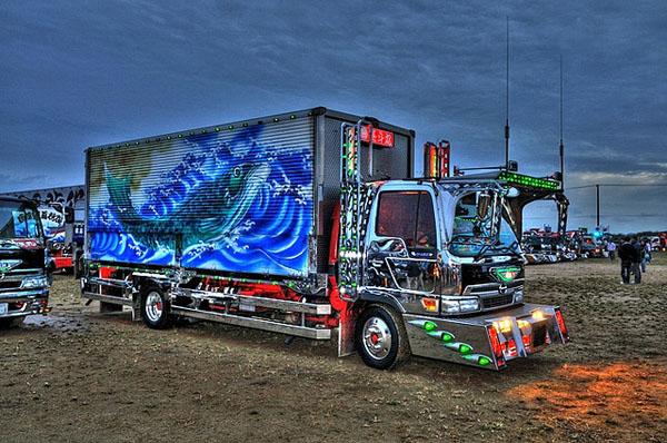 0906131 Dekotora Trucks3