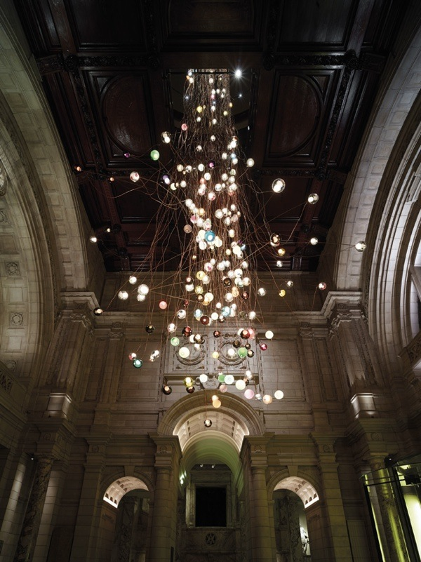 1-bocci-28-280-light-installation-at-the-victoria-albert-museum-for-the-london-design-festival-2013