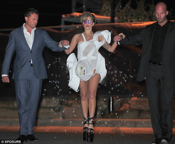 gaga-bubble-dress