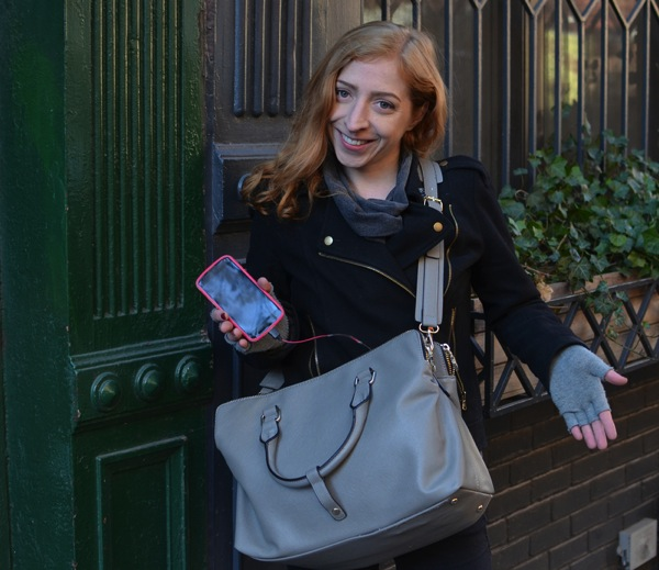 Projects cell phone charging purse
