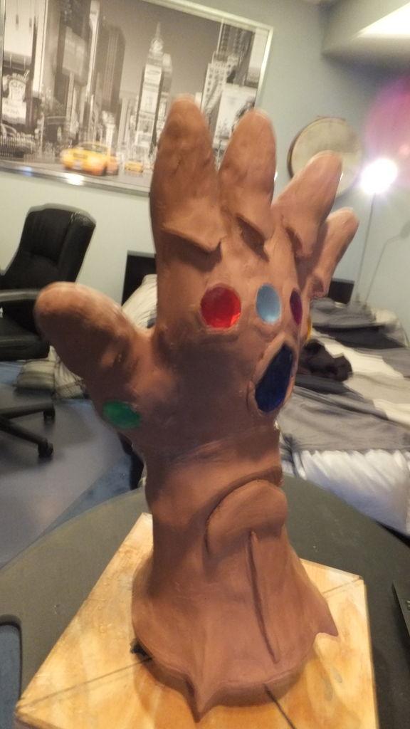 thanos hand