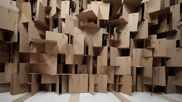 zimoun_zweifel_200_motors_2000_cardboard_elements_03_800x450px