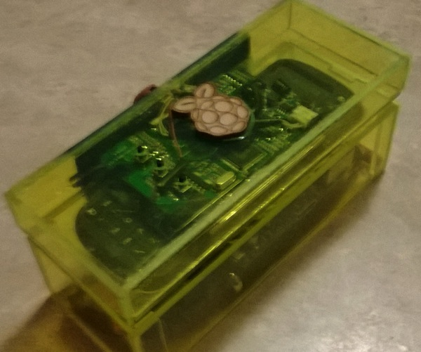 14 year old student builds a cute portable RaspberryPi