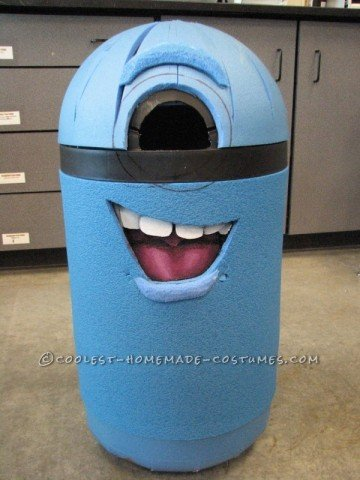 minion-costume-from-a-trash-can-12587-600x800
