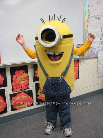minion-costume-from-a-trash-can-12590-600x800