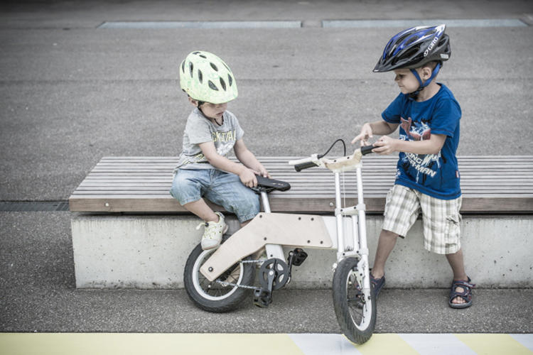 3034267 slide s 5 the miilo bike frame flips to transform as kids grow