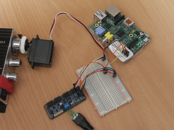 Control servos with a raspberry pi piday raspberrypi for How to control a servo motor with raspberry pi