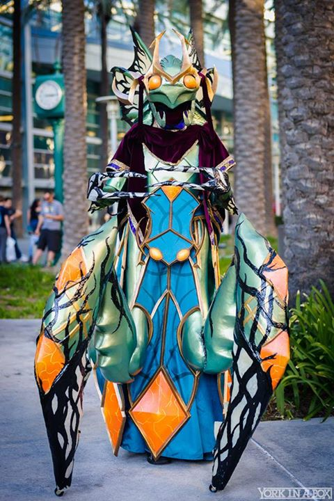 This Grand Empress Shek'zeer Costume Won BlizzCon's Costume Contest
