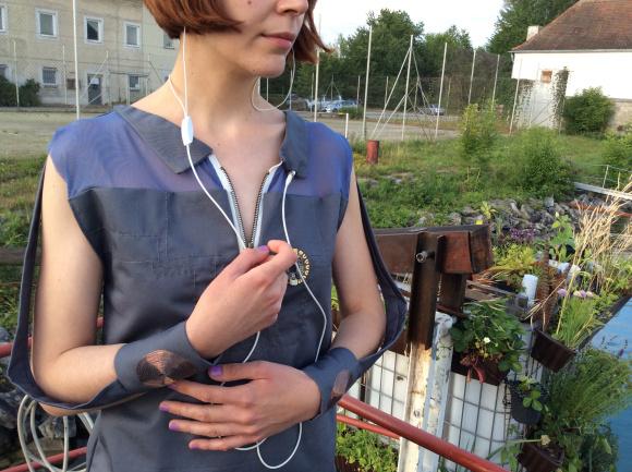 emf-detecting-dress