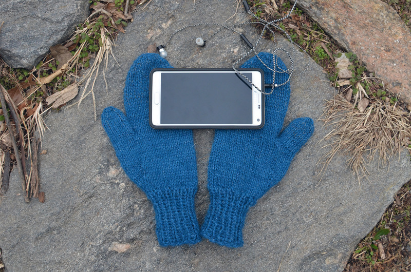 braincrafts_smart-phone-mittens-21