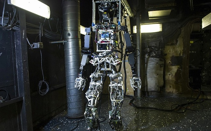 U S Navy unveils robotic firefighter CNN com