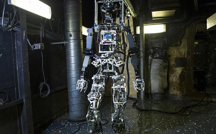 U S Navy unveils robotic firefighter CNN com