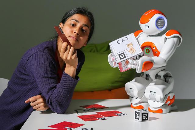 3043445 inline i 1 this little classroom robot helps kids copy