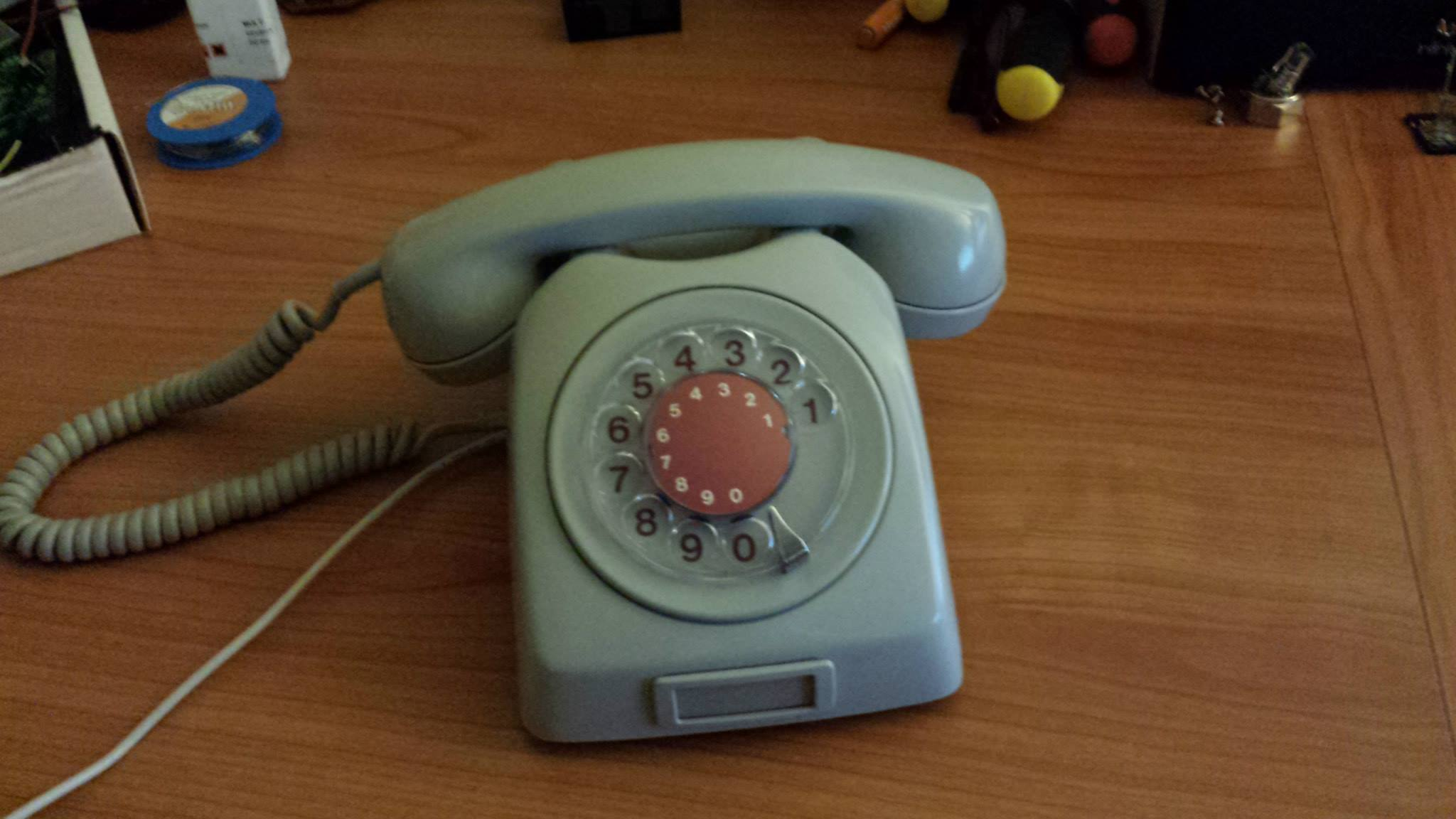 Beautiful Vintage Telephone With Raspberry Pi As VOIP