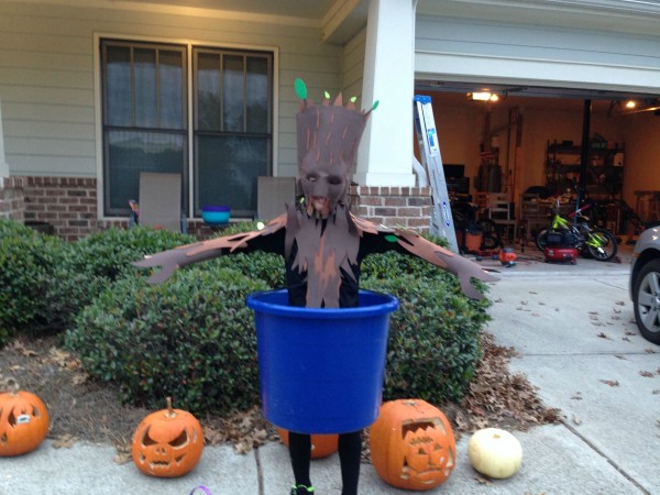 kid dancing groot cosplay