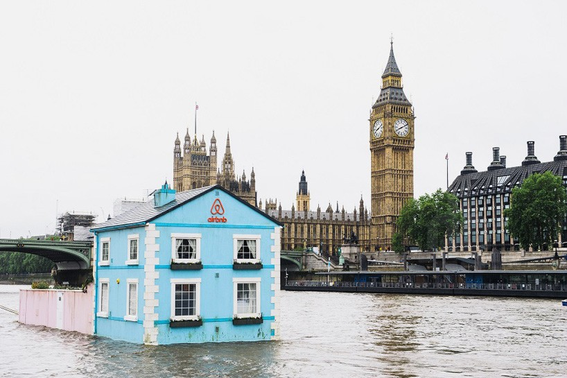 Airbnb floating house river thames london designboom 01 818x545