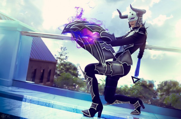 darkflame_shyvana_league_of_legends_cosplay_by_captain_izzy_cosplay-d8uu6sq