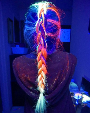 Blacklight hair 2