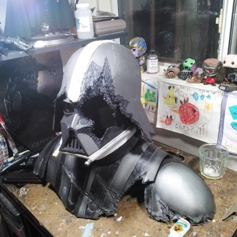 damaged darth vader cosplay 3