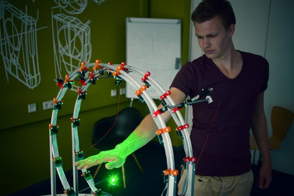 Student designs curatio dedicated 3d hand scanner equipped 32 raspberry pi cameras 1