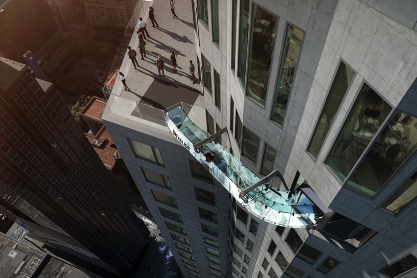 OUE skyspace los angeles glass slide U S bank tower designboom 01