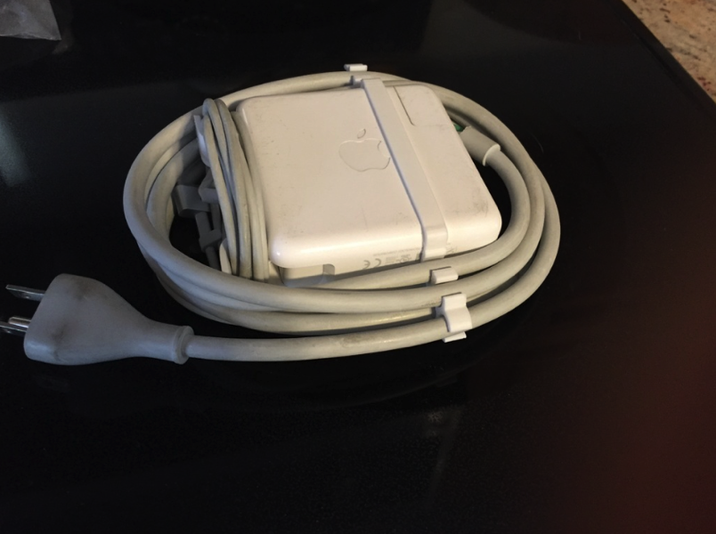 Apple Power Cord Clip by dchristenson Thingiverse
