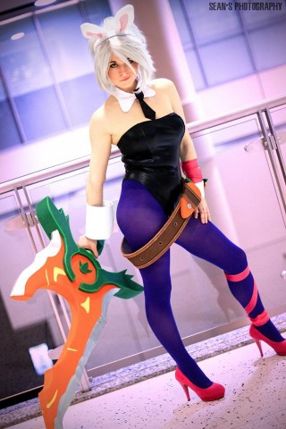Battle Bunny Riven cosplay 1