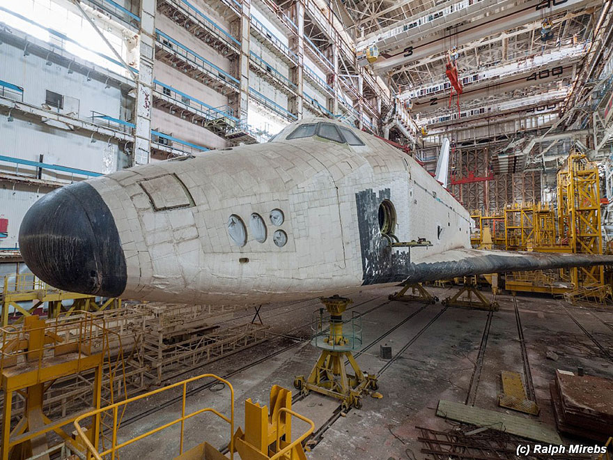 abandoned-soviet-space-shuttle-hangar-buran-baikonur-cosmodrome-kazakhstan-ralph-mirebs-16