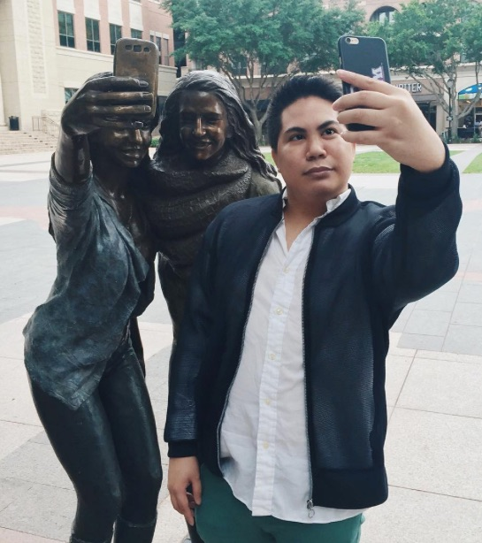 Bronze_Sculpture_of_Selfie-Snappers_Stirs_a_Storm_in_Sugar_Land