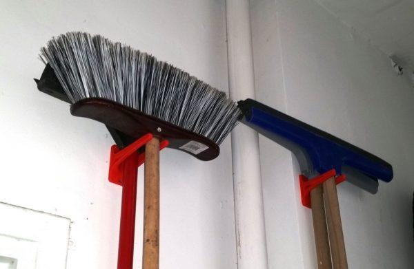 broom hanger