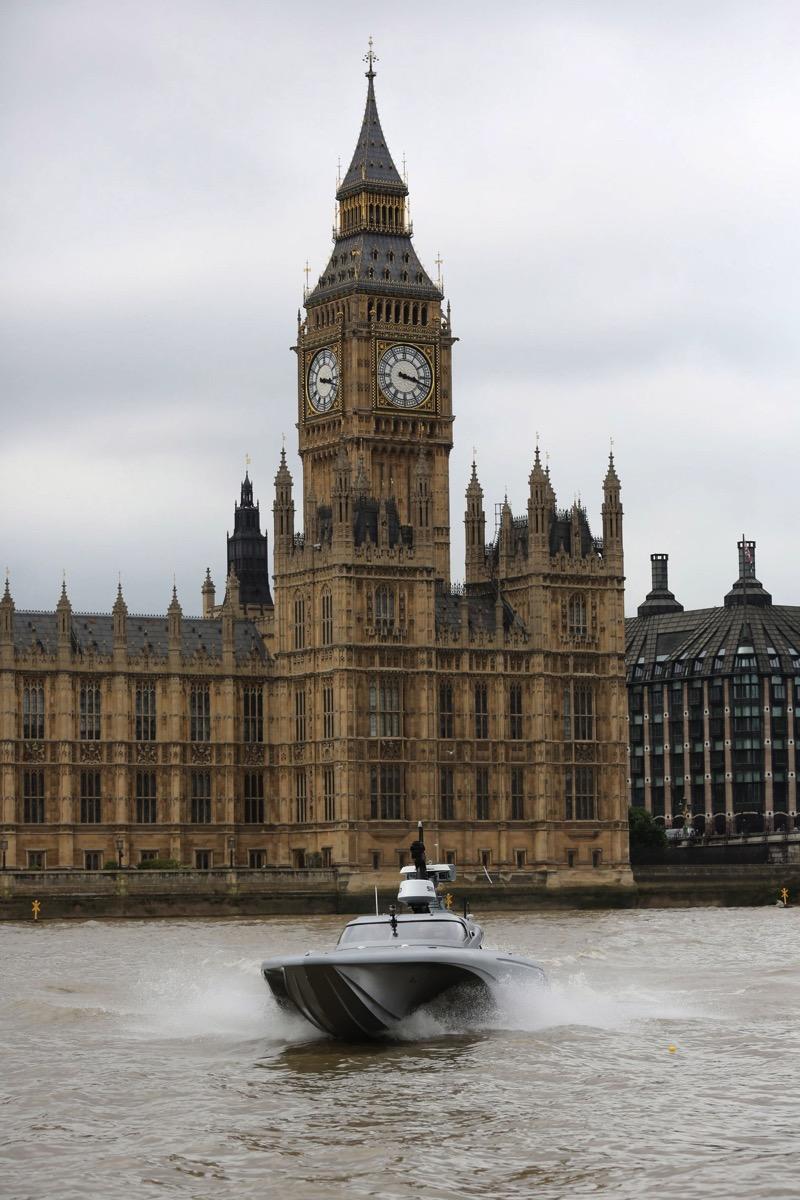 Royal navy spy drone robot speedboat mast dezeen 2364 col 5