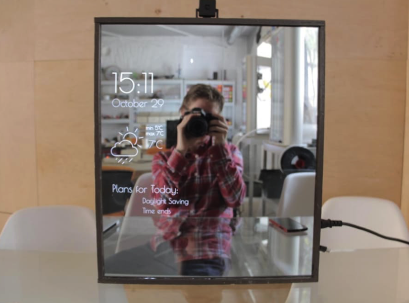 This magic mirror includes a stylist piday raspberrypi
