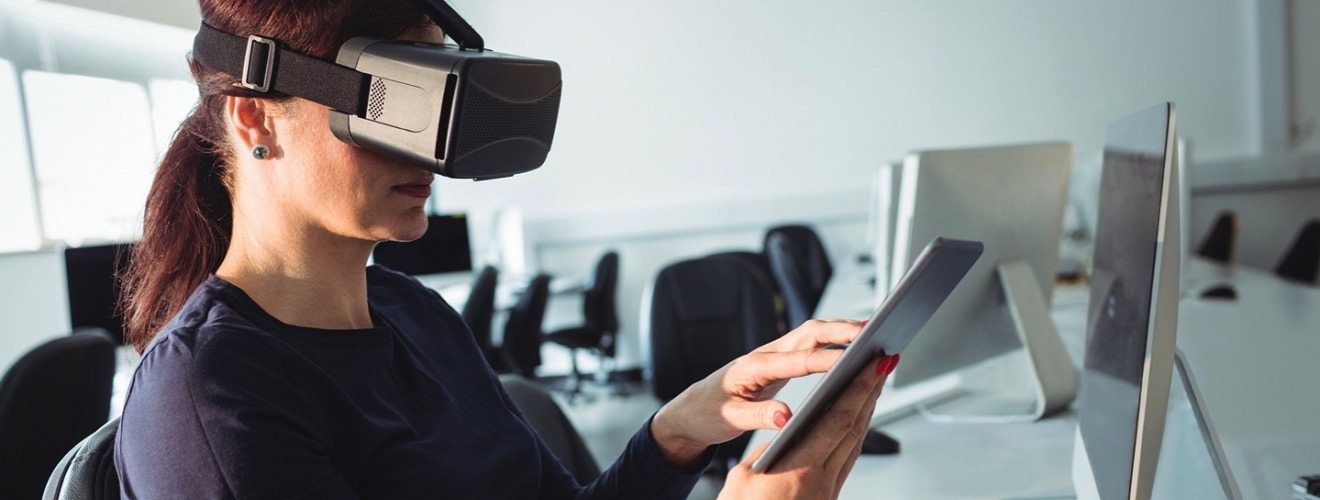 Wavebreakmedia VR webby