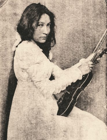 zitkala_sa_1898_with_violin
