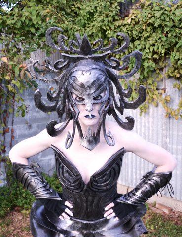 haunted-mansion-wallpaper-costume-1