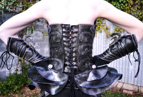 haunted-mansion-wallpaper-costume-2