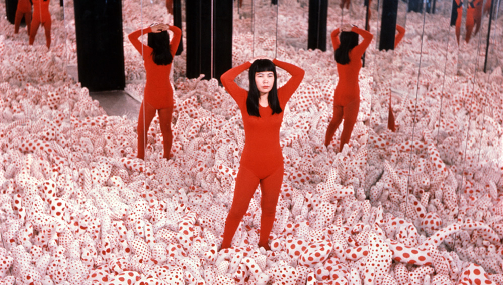 Yayoi Kusama S Mesmerizing Infinity Rooms Embark On A