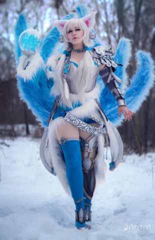 League of Legends Ahri Cosplay Looks Cold as Ice