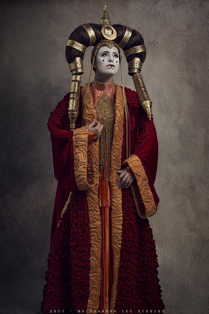 This incredible queen amidala costume is royalty - Princesse amidala star wars ...