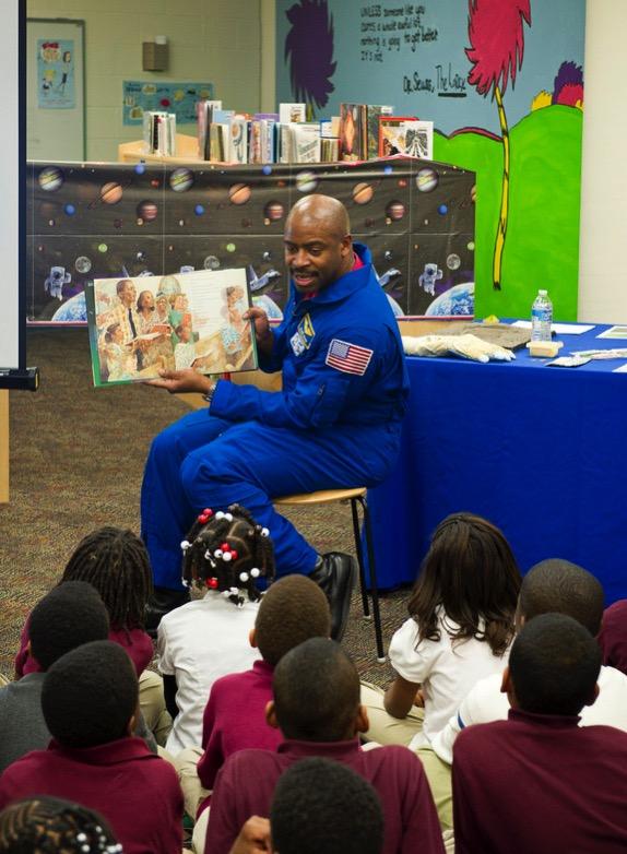 Astronaut leland melvin elementary students