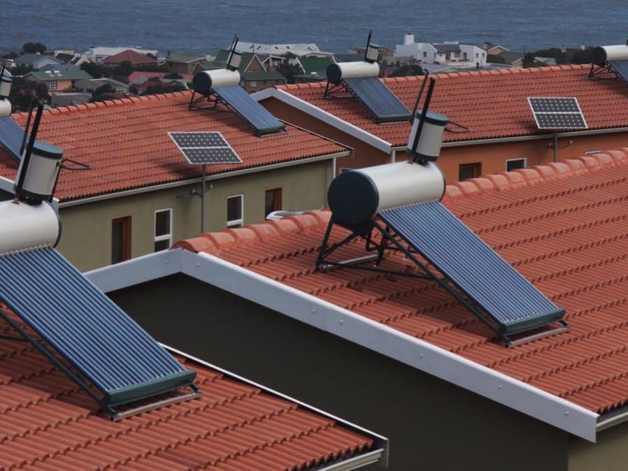 Solar water heating EiwcGg4RYZ