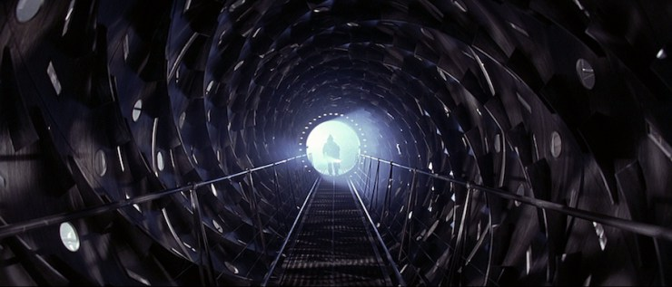 Event horizon tunnel